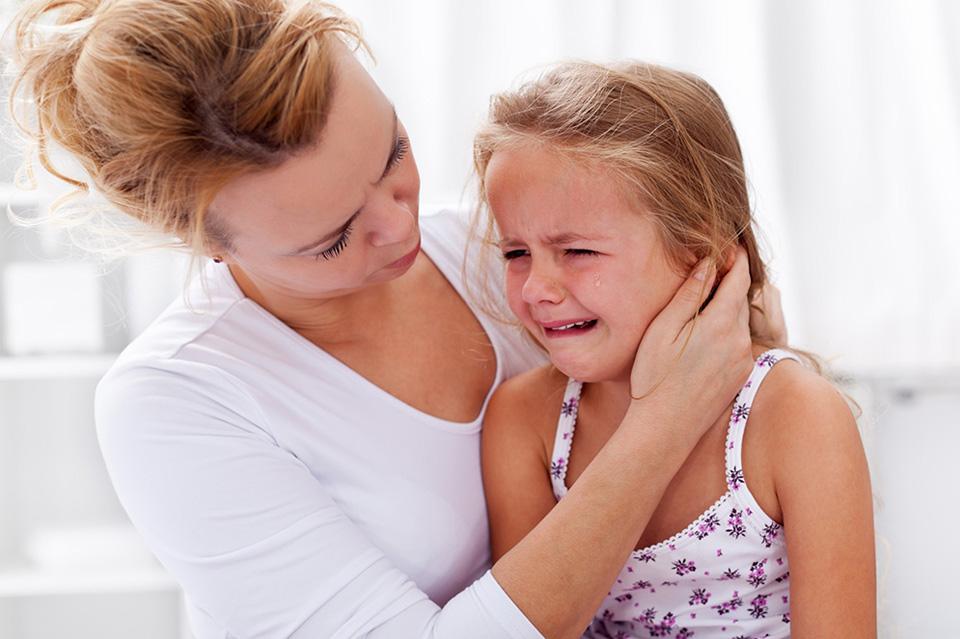 3-Maman-et-fillette-qui-pleure